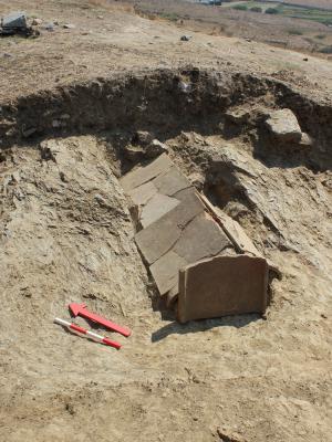 Ανακαλύφθηκαν σημαντικές επιτύμβιες στήλες της κλασικής περιόδου στην Τήνο